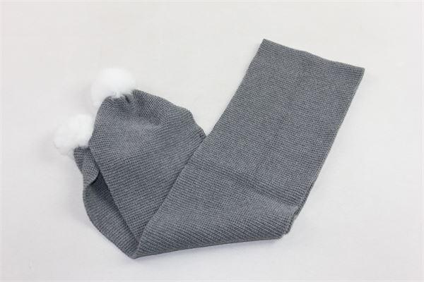 sciarpa in lana tinta unita con pon pon in contrasto PILI CARRERA | Sciarpe | 8257201GRIGIO