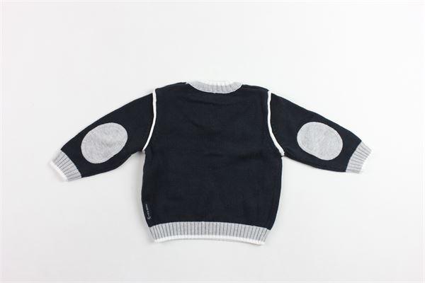 maglia in cotone scollo a v tinta unita con profili e toppe in contrasto ARMANI | Maglie | UDW03BLU