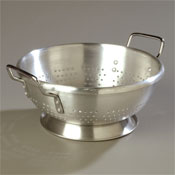 Carlisle Standard Weight 8 qt Aluminum Colander - Skimmers and Strainers