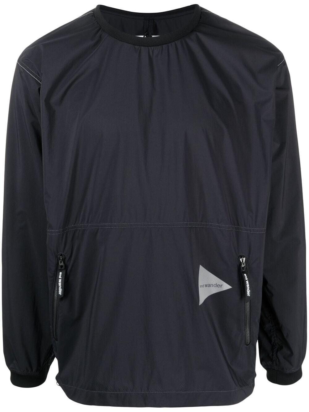 And Wander maglione con stampa logo uomo nero AND WANDER | Maglieria | 5740921035010