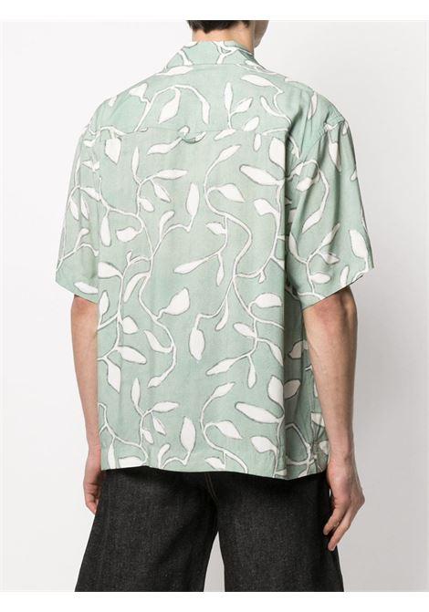 Jacquemus camicia con stampa foglie uomo JACQUEMUS | Camicie | 215SH21PRINT GREEN LEAVES