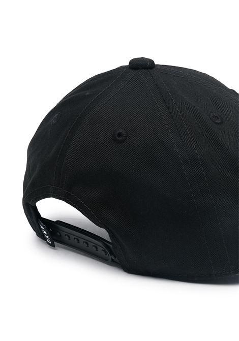 dkny berretto con scritta logo DKNY | Cappello | D2118809B