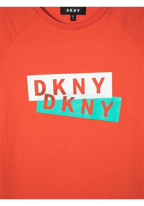 dkny tshirt con stampa scritta logo DKNY | Tshirt | D25D27982T