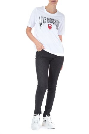 T-Shirt con scritta Love Moschino | 30000055 | W4F152HM3876BIANCO