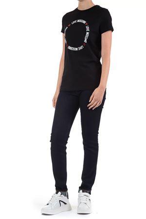 T-Shirt con scritta Love Moschino | 30000055 | W4F7367E1951NERO