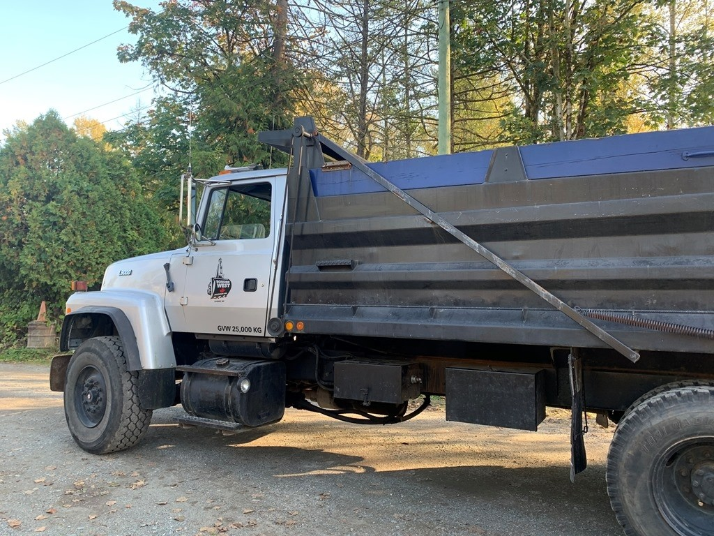 image-1 1994 Ford L9000