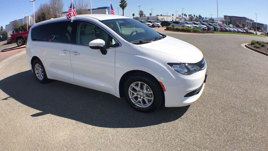 2017 Chrysler Pacifica LX Minivan