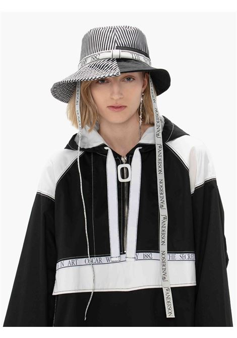 White and black asymmetric logo-plaque bucket hat - unisex JW ANDERSON   AC0101FA0103999