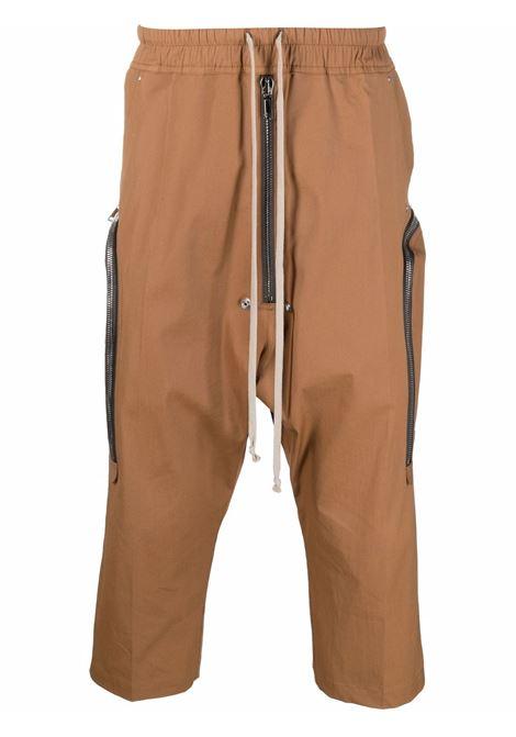 Pantaloni crop multitasche in marrone - uomo RICK OWENS | RU02A5348TE24