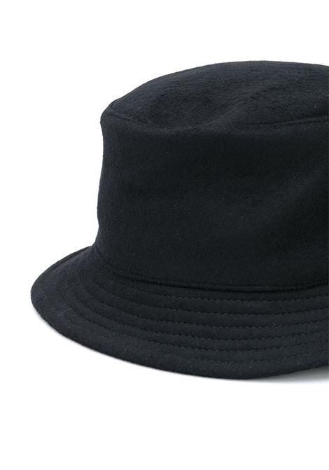 Cappello bucket con spilla in nero - donna RUSLAN BAGINSKIY | BCT033WPRSBLK