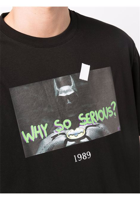 T-shirt con stampa in nero - unisex THROWBACK | TBTBATBLK