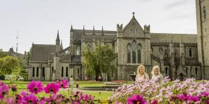Air & 6-Nt Ireland Vacation w/ Castle Stay