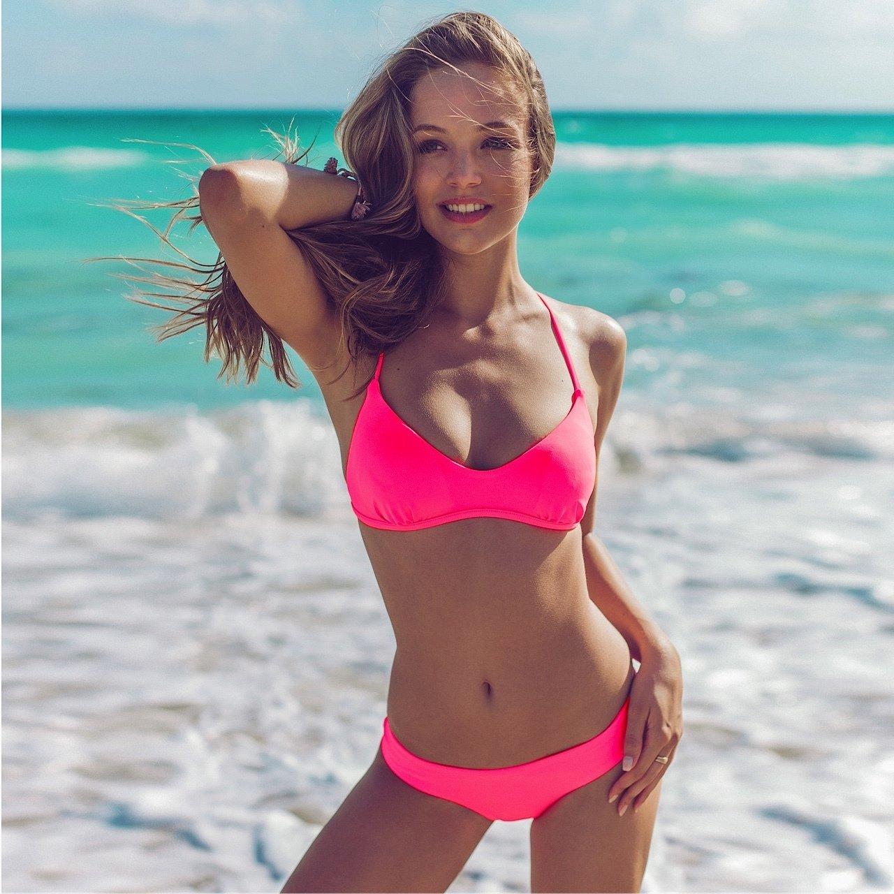 Bikini girl in distress, short and skinny porn girls