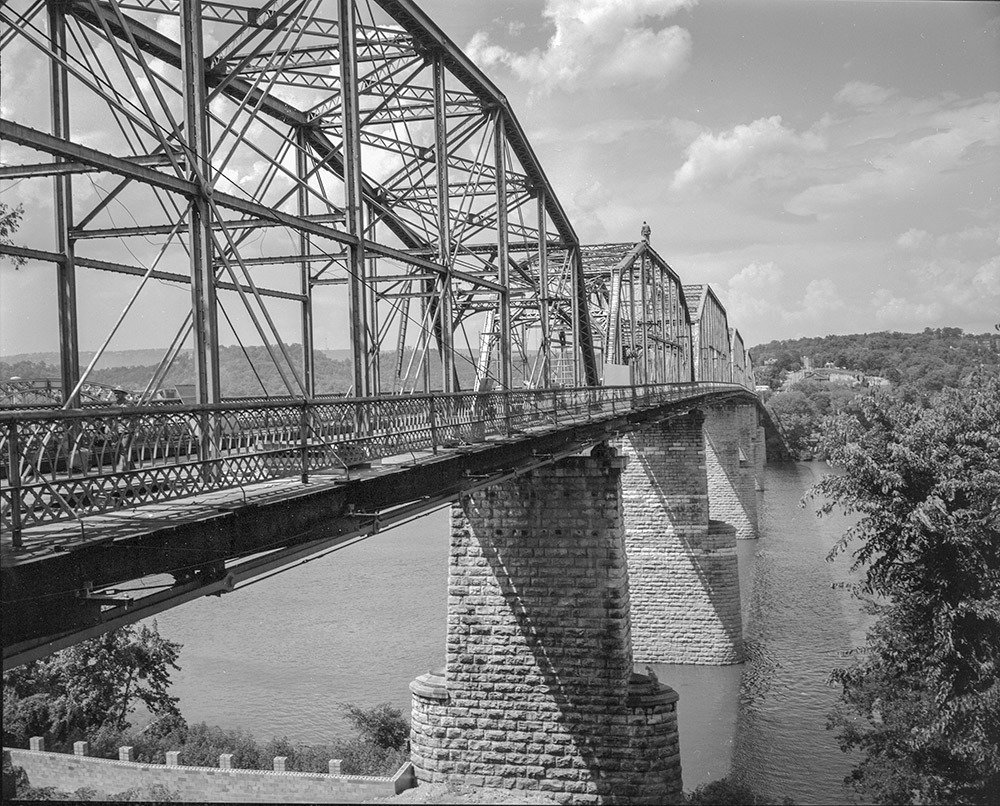 Walnut Street Bridge Print II (17 x 22) 00002