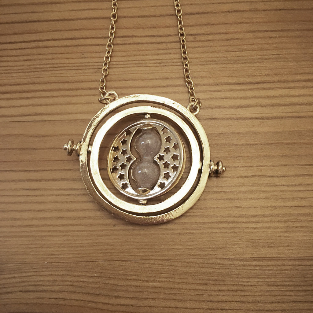 Hourglass necklace - natural TTNatural