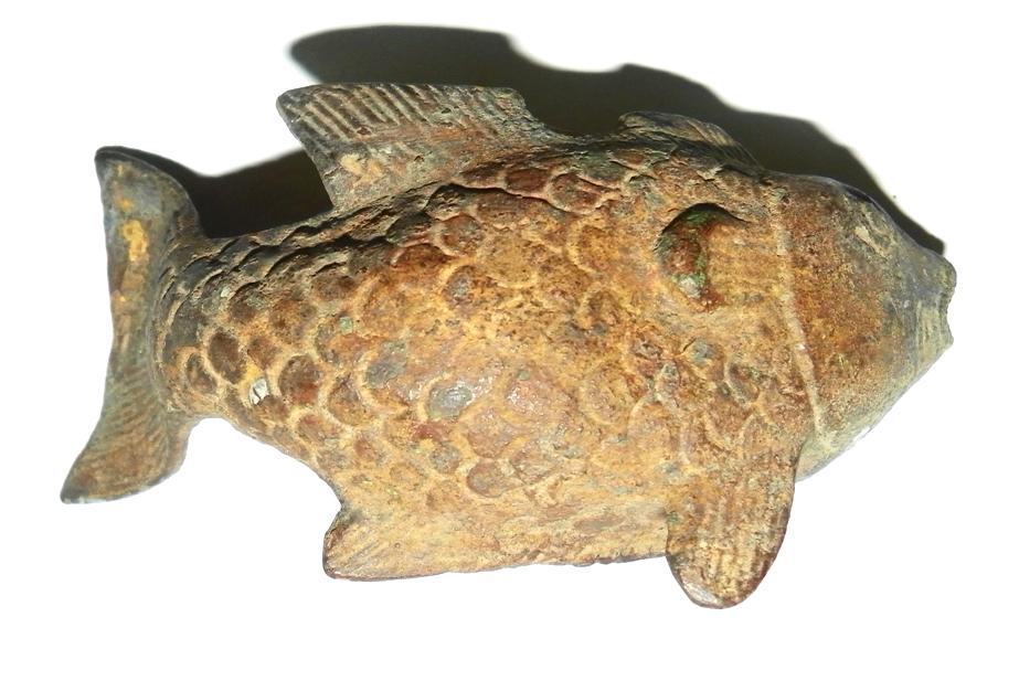 Singosari Gold Fish Statue