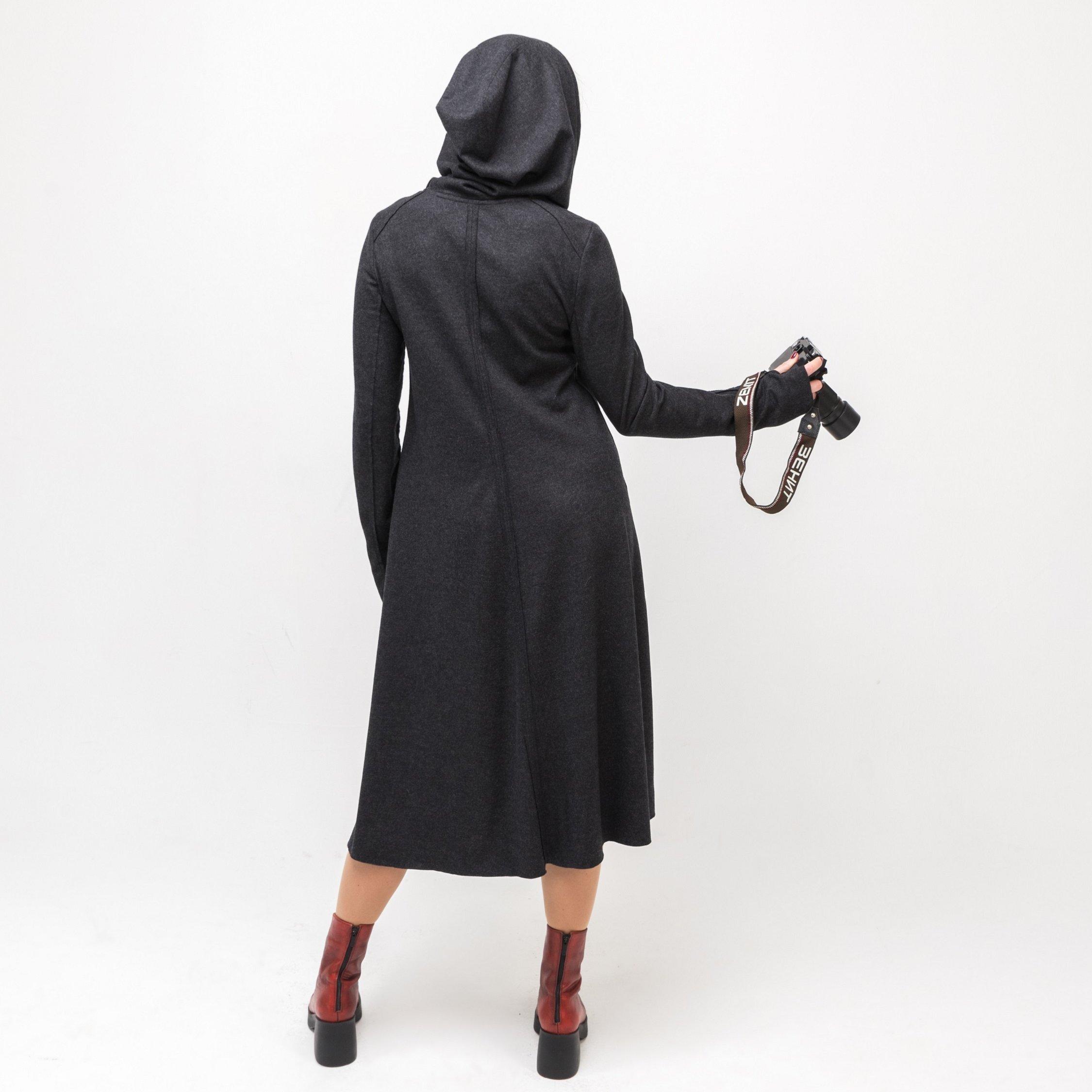 Платье серое с капюшоном