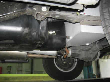 Дополнительный топливный бак Long Ranger для Nissan Navara 70л 00244