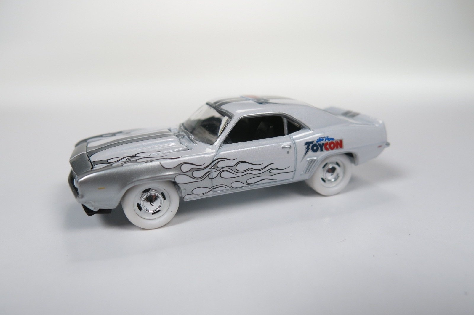 Johnny Lightning 1st ever VegasToyCon Exclusive 1969 Camaro 48 Count Case Guaranteed White Lightning