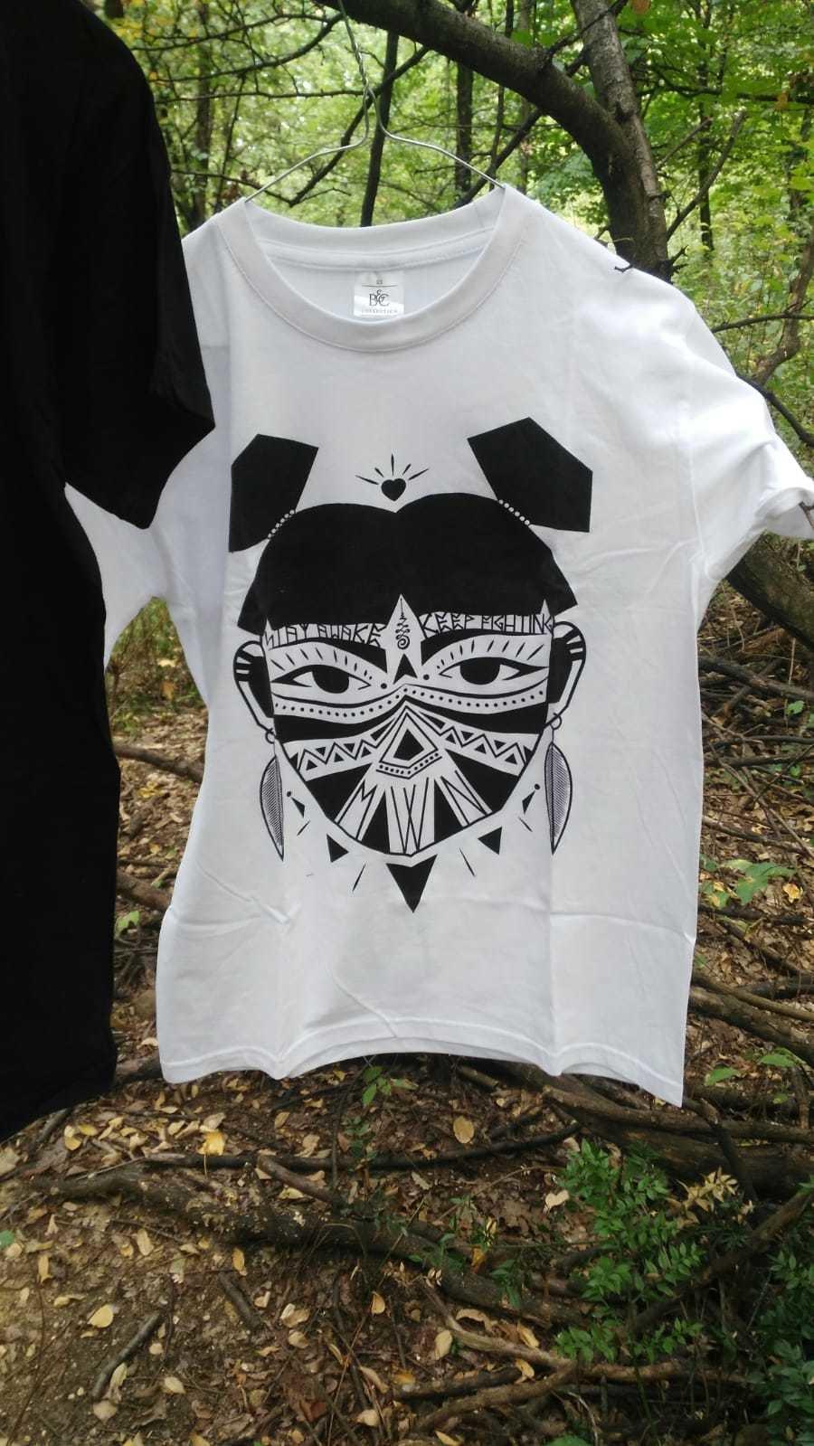 MOWAN - Stay Awake -Tribal Woman Libereria T-shirt White MOWAN