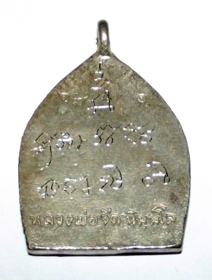 special hand inscriptions were made on the rear faces of all Nuea Rae Saksit Jao Sua Amulets by Luang Por Jerd