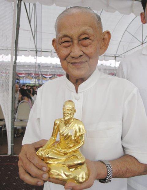 Hmor Som Hmay Jivaka Bucha statue