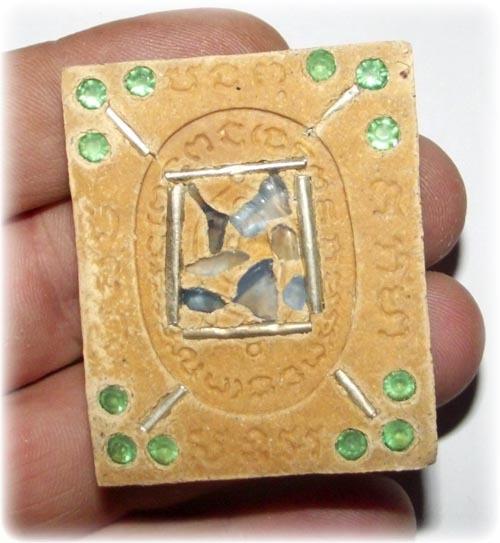 Paetch Payatorn sacred powder amulet rear face