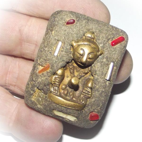 Por Ngang amulet
