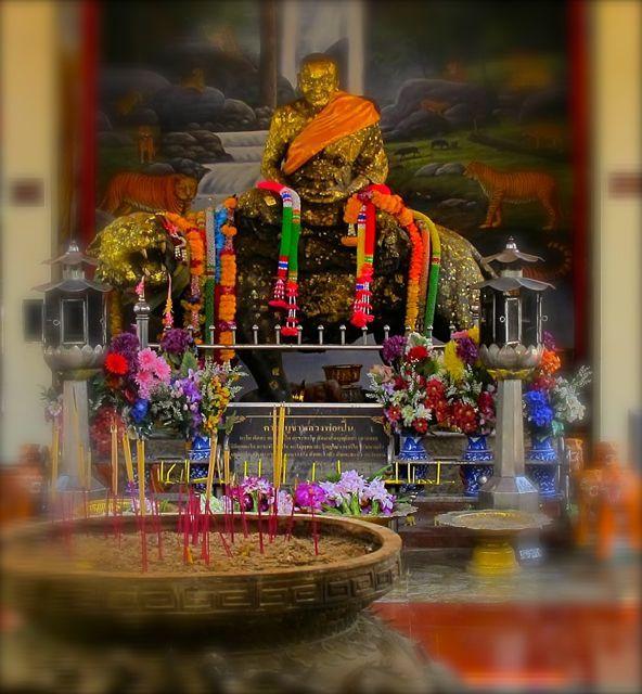 Luang Por Phern statue Wat Bang Pra