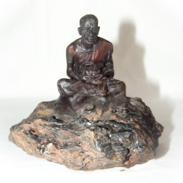 Lek Lai Kaya Siddhi Elemental Substance with bucha statue of Por Tan Khai Wat Lam Nao