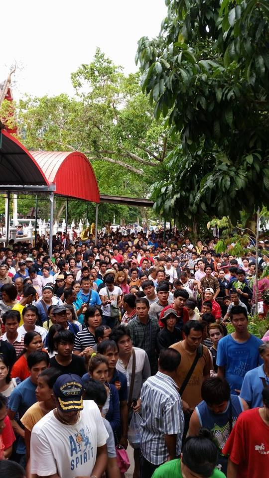 Devotees in mass waiting for amulets at the ceremony
