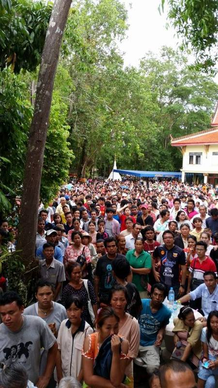 Devotees of Luang Phu Tim at Wat Laharn Rai wait in large numbers to recieve amulets and blessings during the ceremony