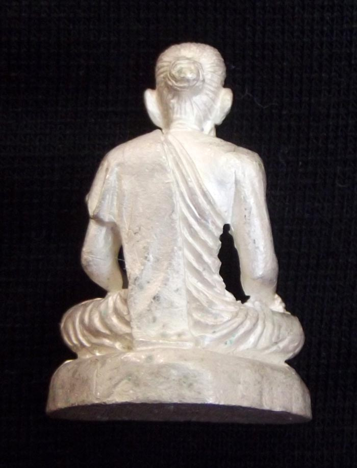 Thai Amulet Ruesi Chiwok rear view