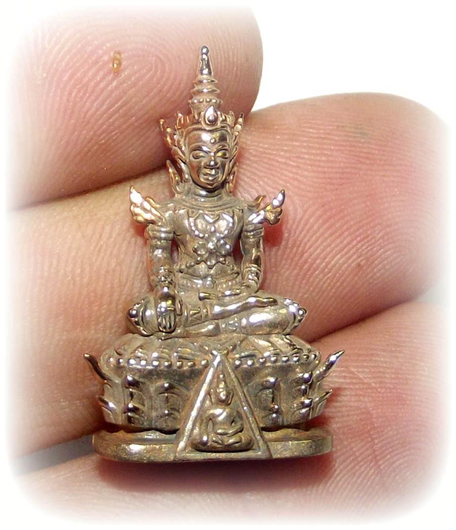 Pra Kring Nang Paya NueaKhan Long Hin (small version) picture in the hand