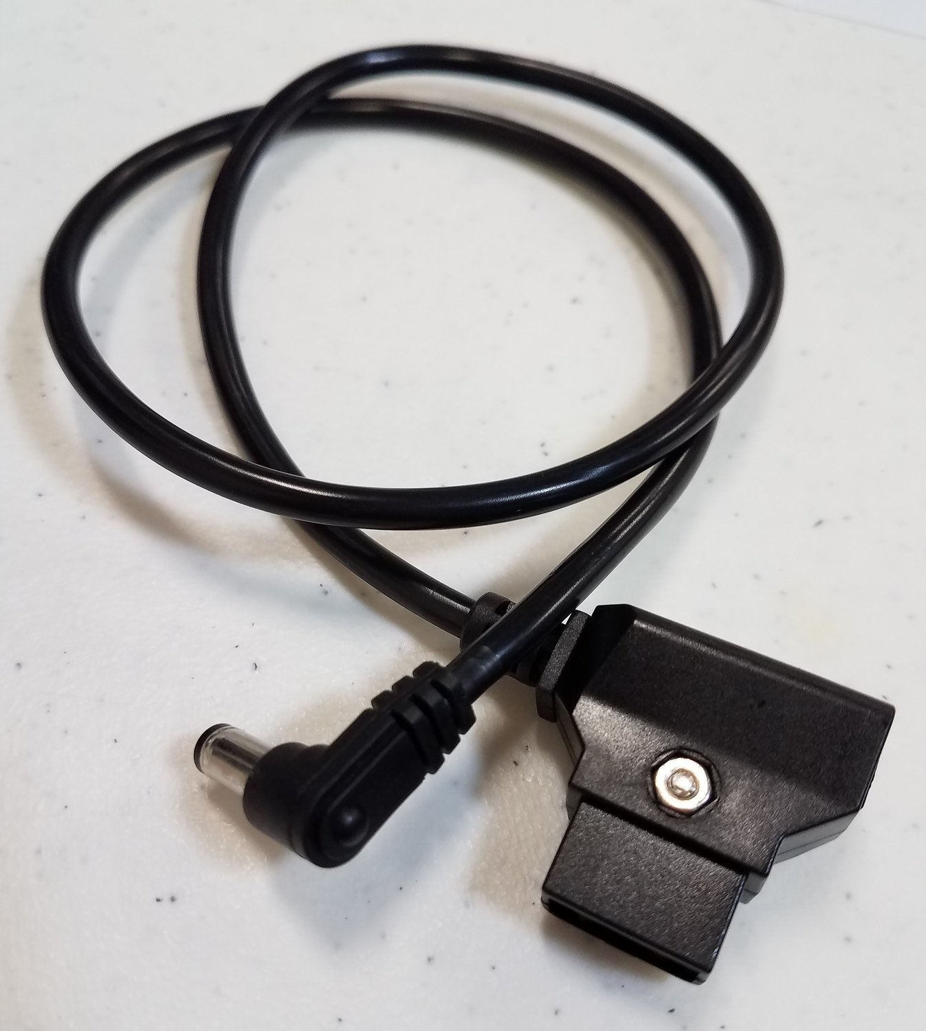 D-Tap Male to Right Angle DC 5.5x2.5mm Cable
