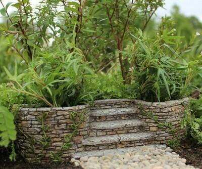 Ivy Planter Stairway
