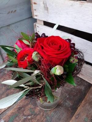 """Blumenstrauss in rot """"Muttertag"""" in Herzmanchette"""