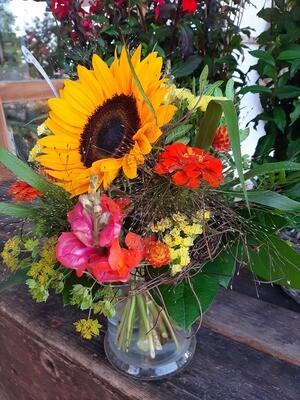 Bunter Sonnenblumenstrauss