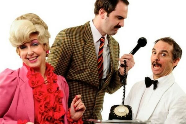 Faulty Towers: The Dining Experience 18033