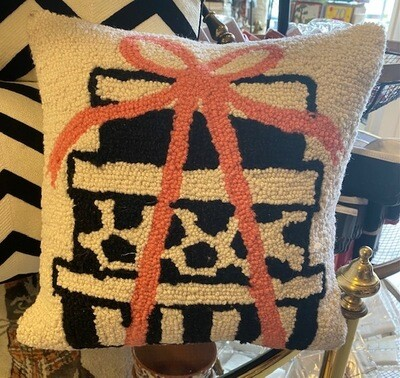 Pillow hook Pink gift box tree