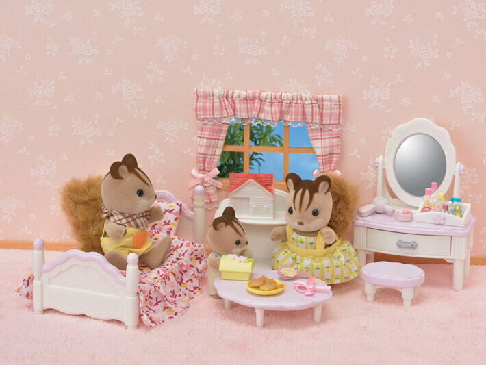 Calico Critter Bedroom and Vanity Set