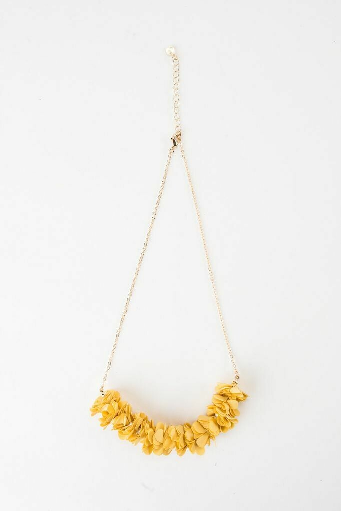 "VB Olivia 18"" Fluff Necklace in Daisy"