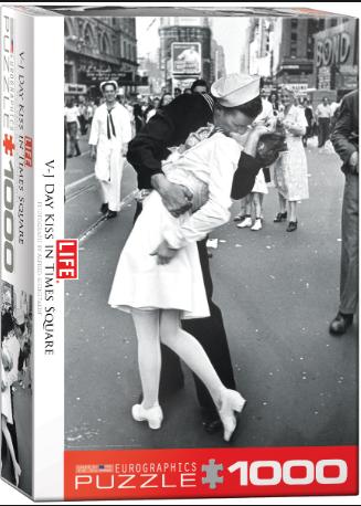 PZ LIFE VJ Day Kiss Times Square (1000)