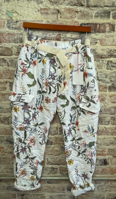 Lookmode - ONE SIZE Capri Pants - Floral White