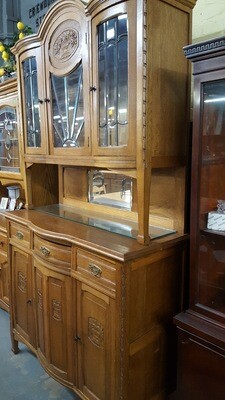 Hutch with decorative glass doors