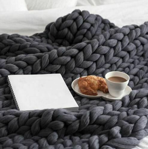JAR LARGE CABLE KNIT THROW 50