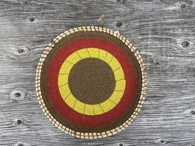 Schale mit Perlendekoration nach Tradition der Massai