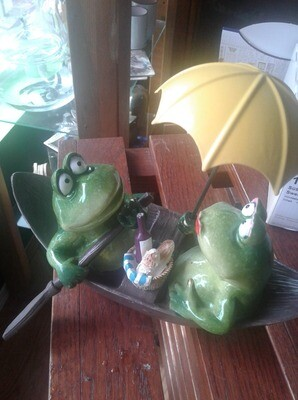 Frog couple in Rowboat