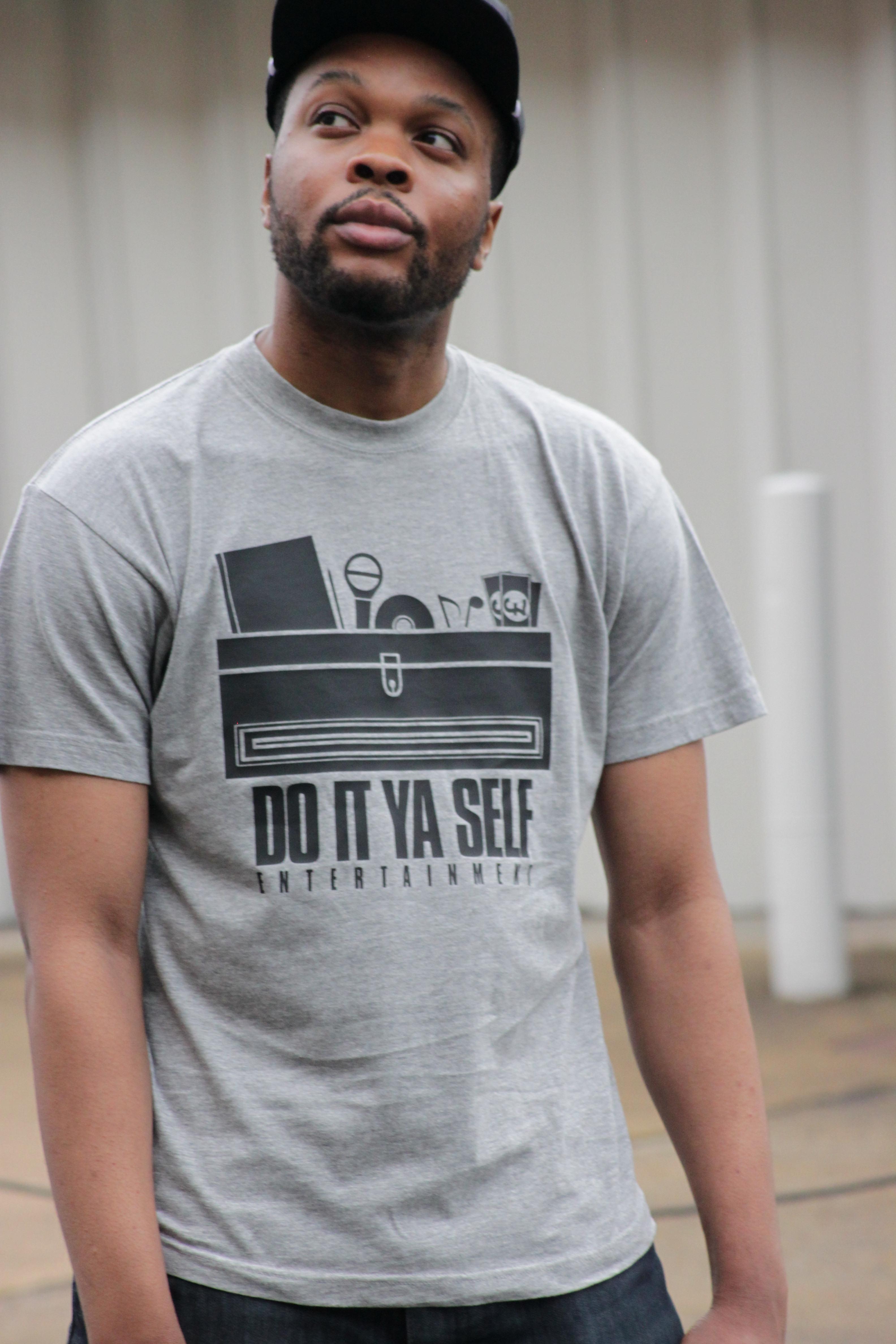Do It Ya Self Entertainment : T-Shirt  Crewneck (Grey)