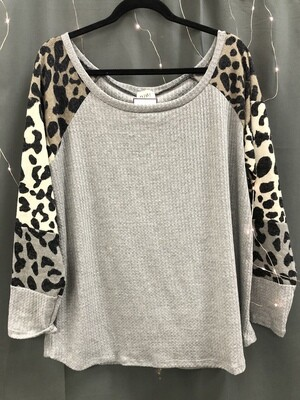 Light Gray Leopard Print Sleeves